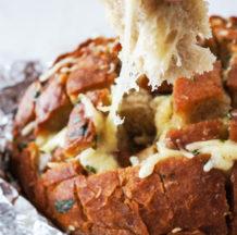 Česnov kruh s sirom
