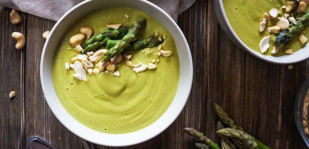 Kremna veganska špargljeva juha