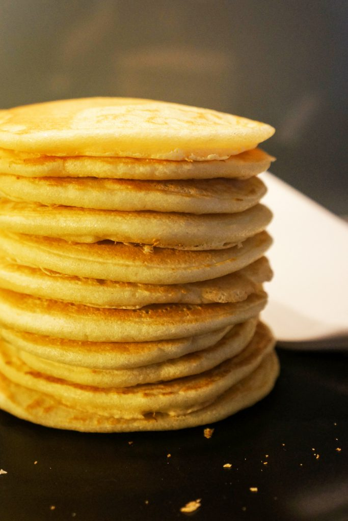 Ameriške palačinke z javorjevim sirupom