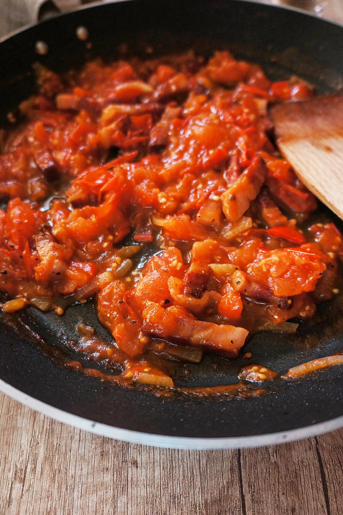 Bučkini rezanci z omako amatriciana