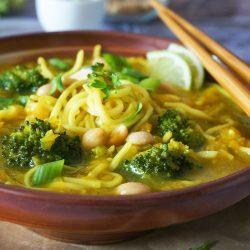 Bučna juha z brokolijem in špageti