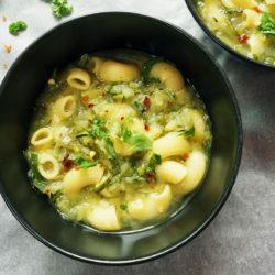 Bučna juha z makarončki
