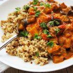 Curry iz jajčevca na kvinoji
