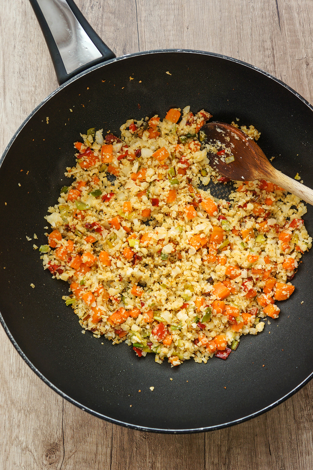 Cvetačni zelenjavni riž z ribjimi kroketi