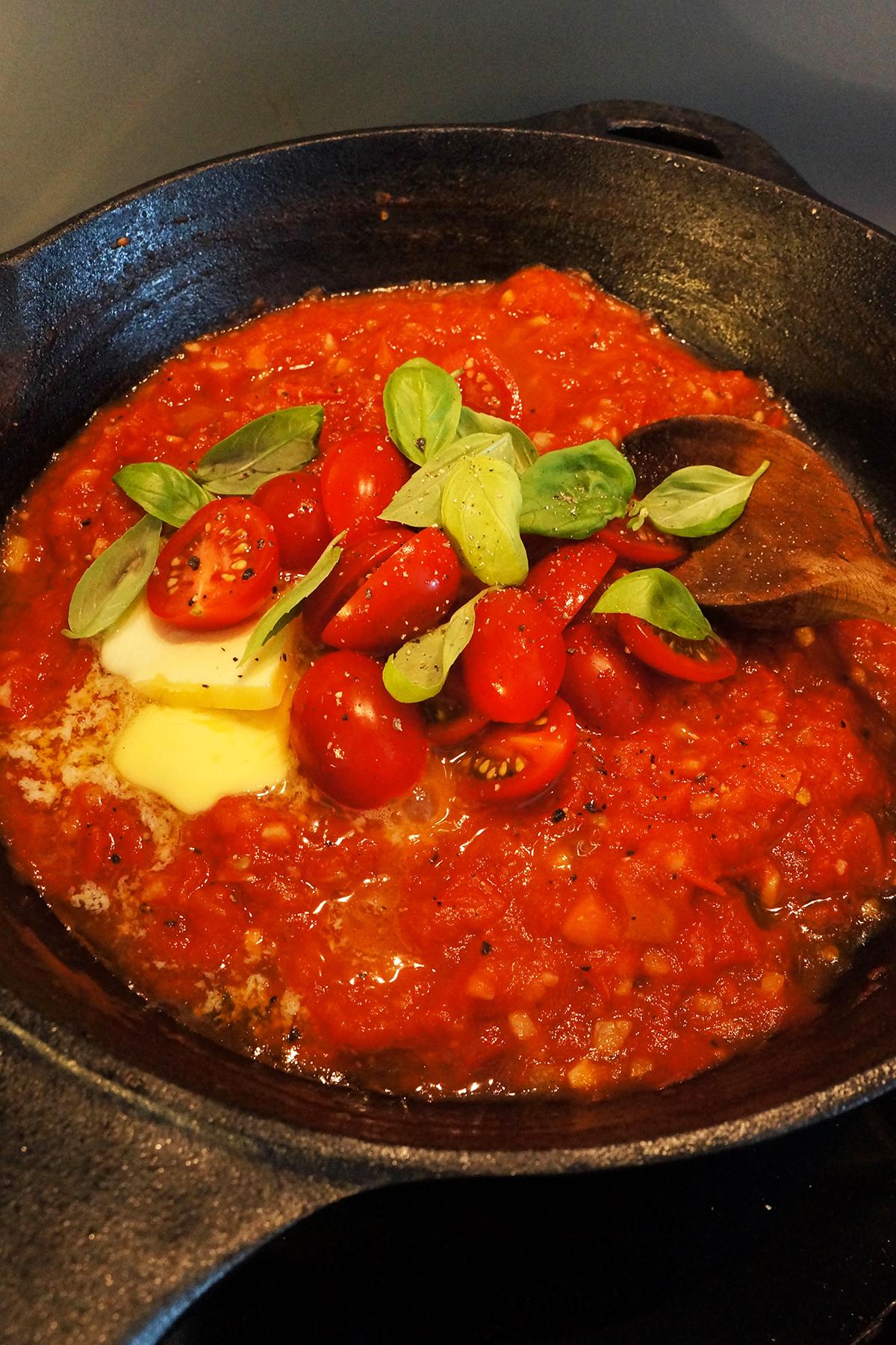 Gamberi v sveži paradižnikovi omaki
