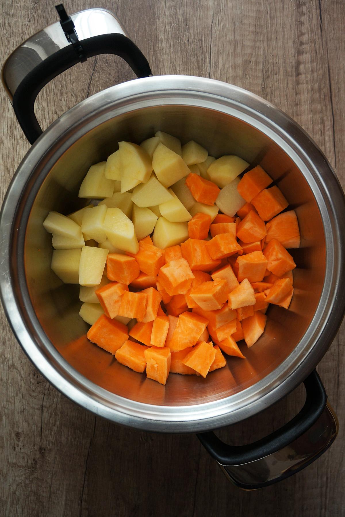 Grahovo-špargljeva omaka s pirejem iz sladkega krompirja