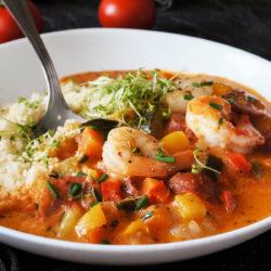 Gumbo: Južnoameriška zelenjavna juha z gamberi in klobaso