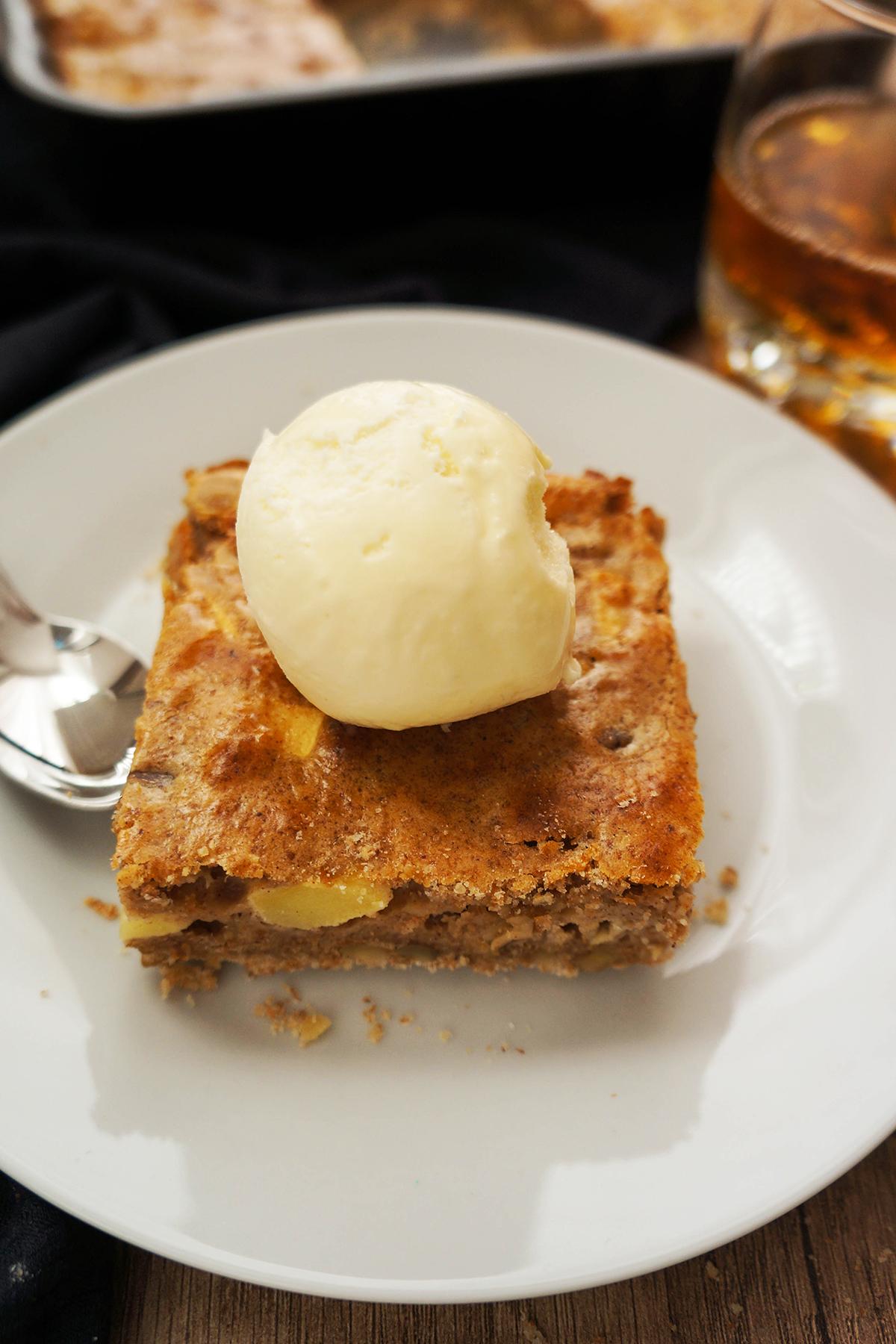 Jabolčno-orehovo pecivo