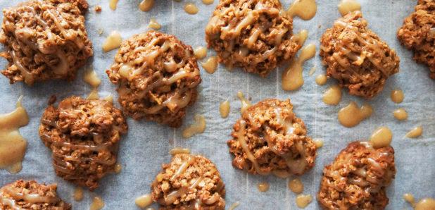 KLIK ZA FOTKO: Jabolčno-ovseni piškoti z arašidovo glazuro