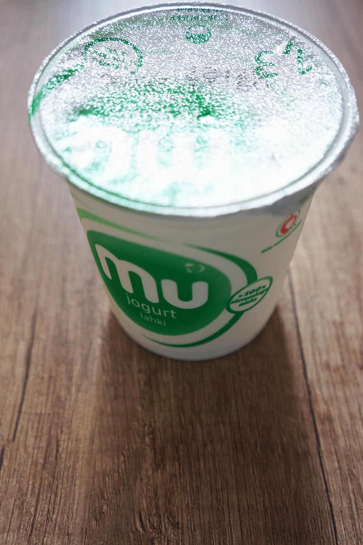 Jogurtovo pecivo s čokoladno glazuro