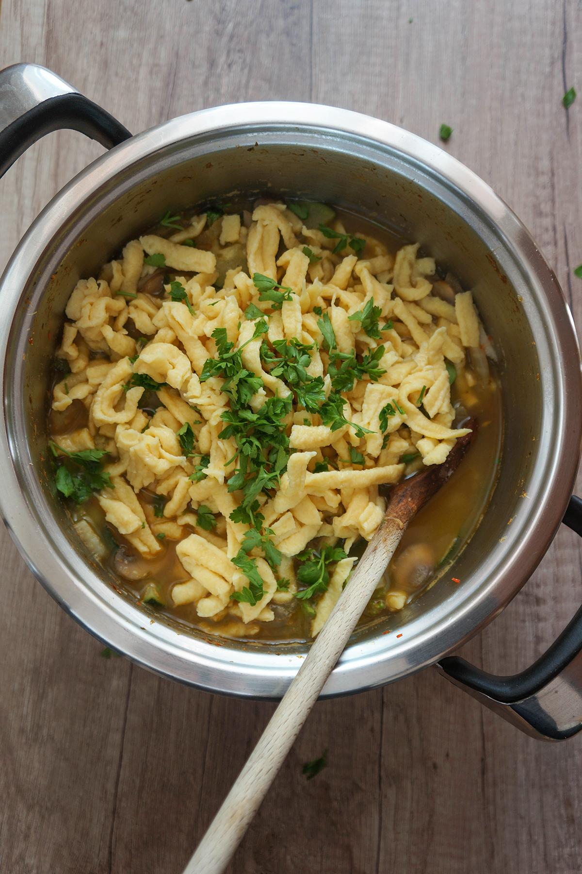 Spomladanska zelenjavna juha z vlivanci