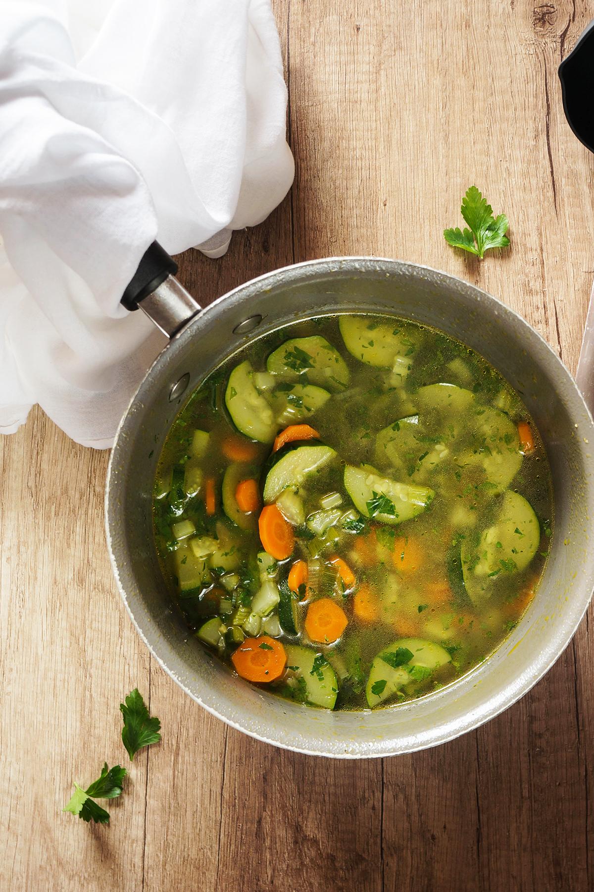 Zelenjavna juha z dišavnicami