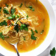 Naravna zelenjavna juha z rezanci