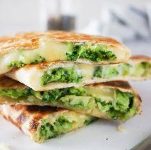 Prepognjena tortilija s sirom in brokolijem