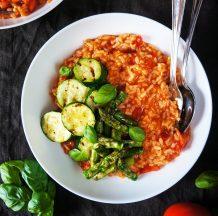 Kremna paradižnikova rižota s pečeno zelenjavo