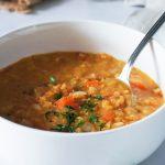 Odlična juha z rdečo lečo in zelenjavo