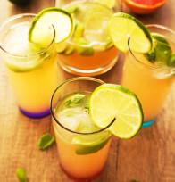 Limetina limonada z rdečo grenivko in baziliko