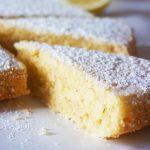 Osvežilen in božansko sočen limonin kolač