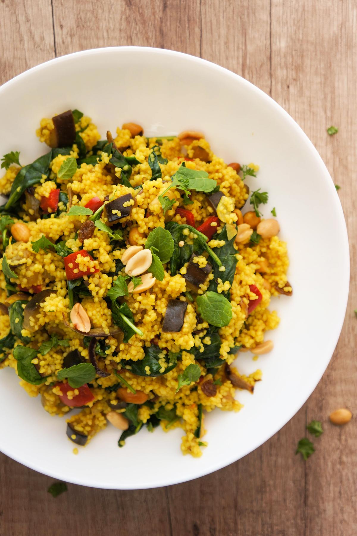Maroški kuskus z zelenjavo, rozinami in arašidi
