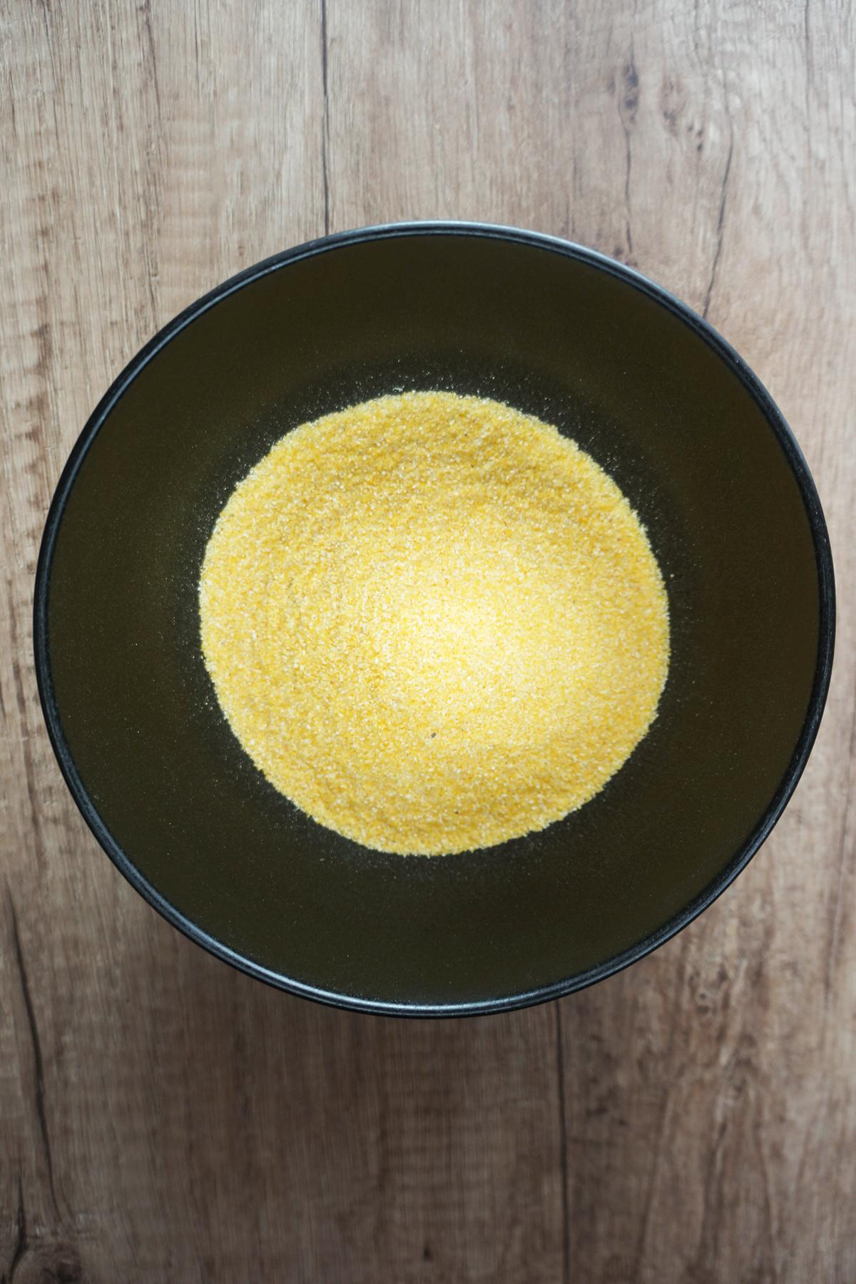 Pečena polenta z gobami in špinačo