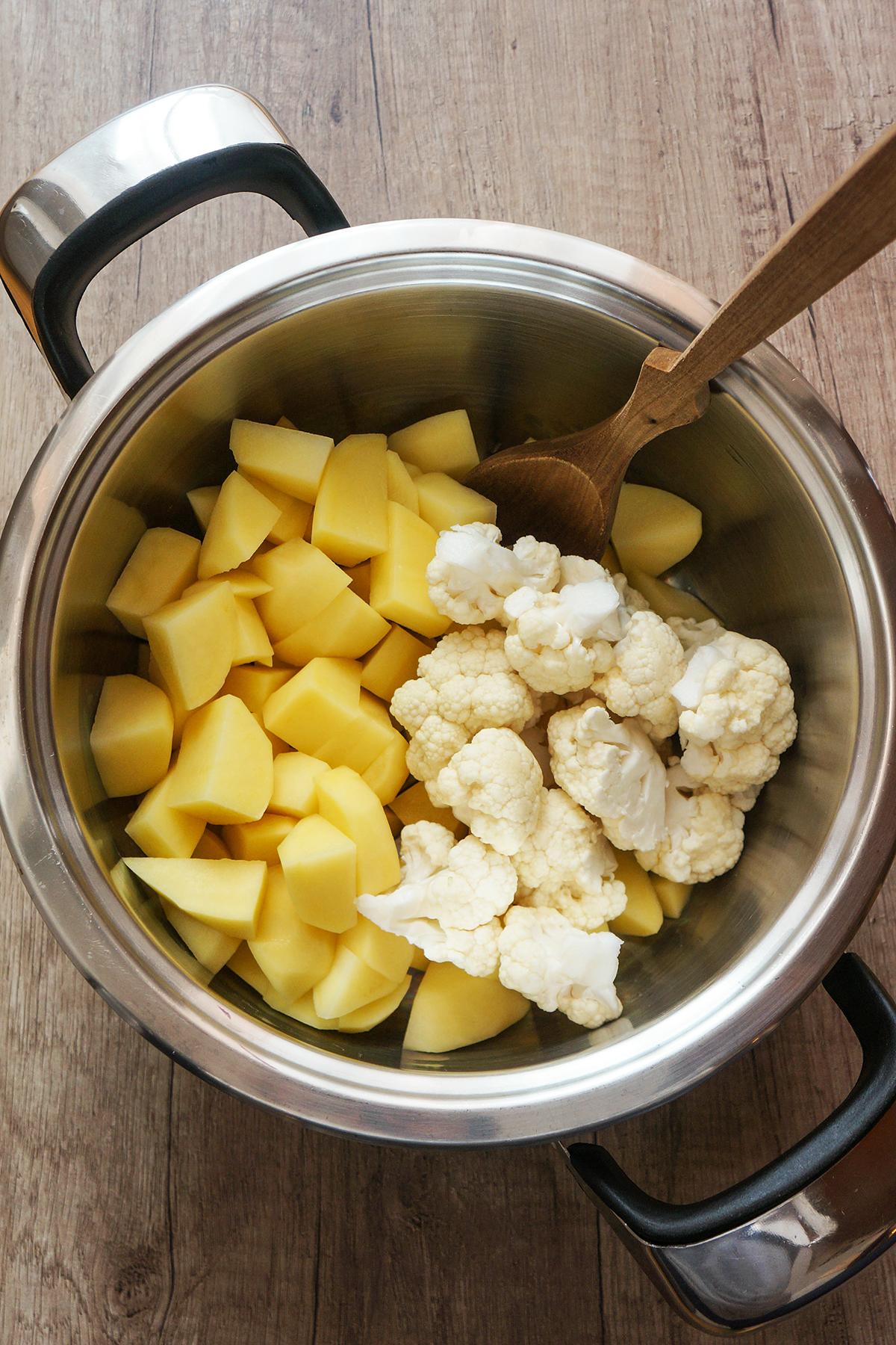 Krompirjevo-cvetačni pire s kremno špinačo in pečeno koruzo