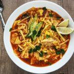 Piščančja mehiška juha s tortilija čipsom
