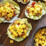 Solatne skodelice s piščancem in mangovo salso