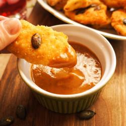 Piščančji pohančki z arašidovo pomako