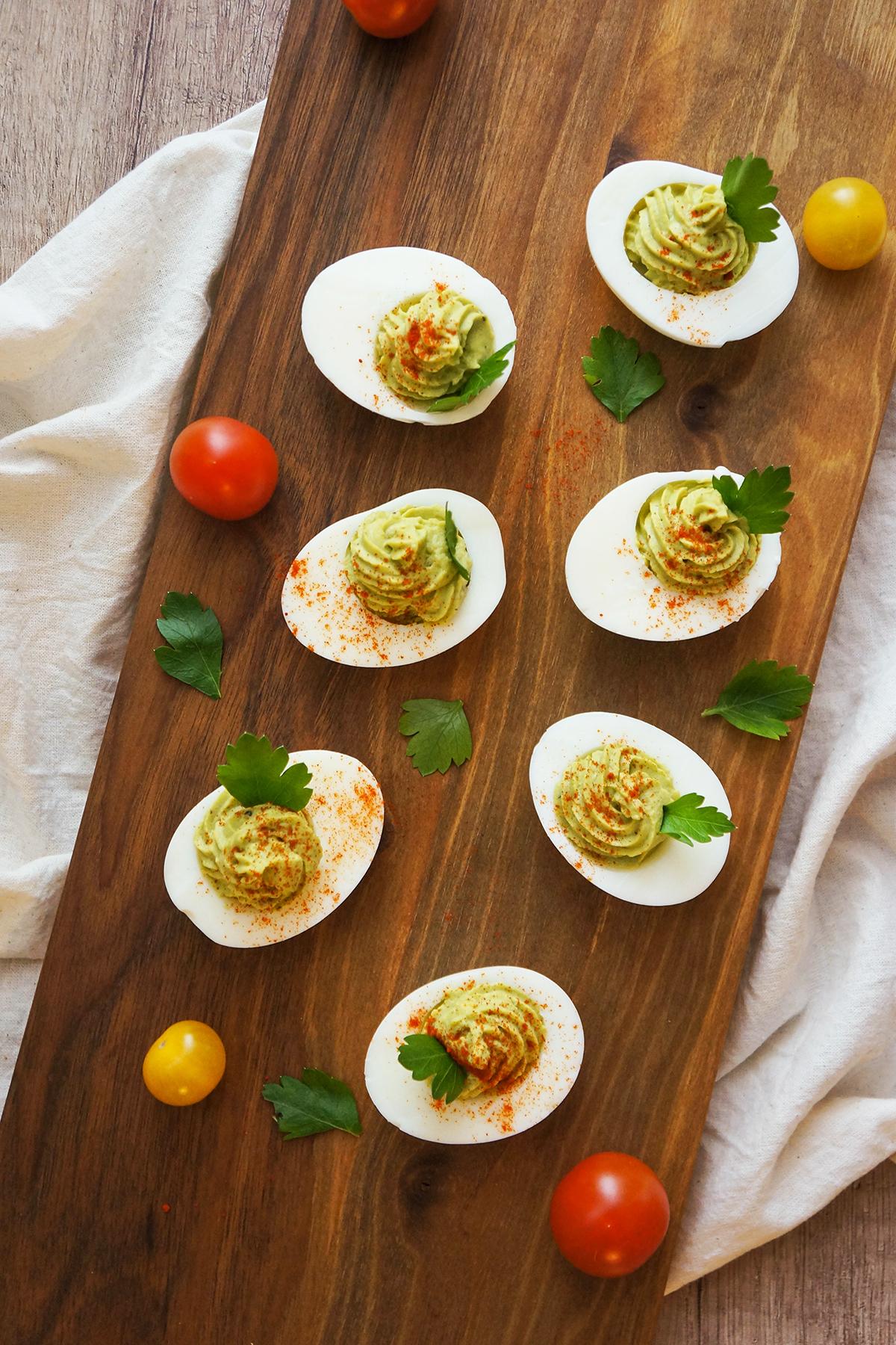 Polnjena jajčka z avokadovo kremo