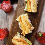 Mega družinski piščančji sendvič z jagodnim smutijem za 10€
