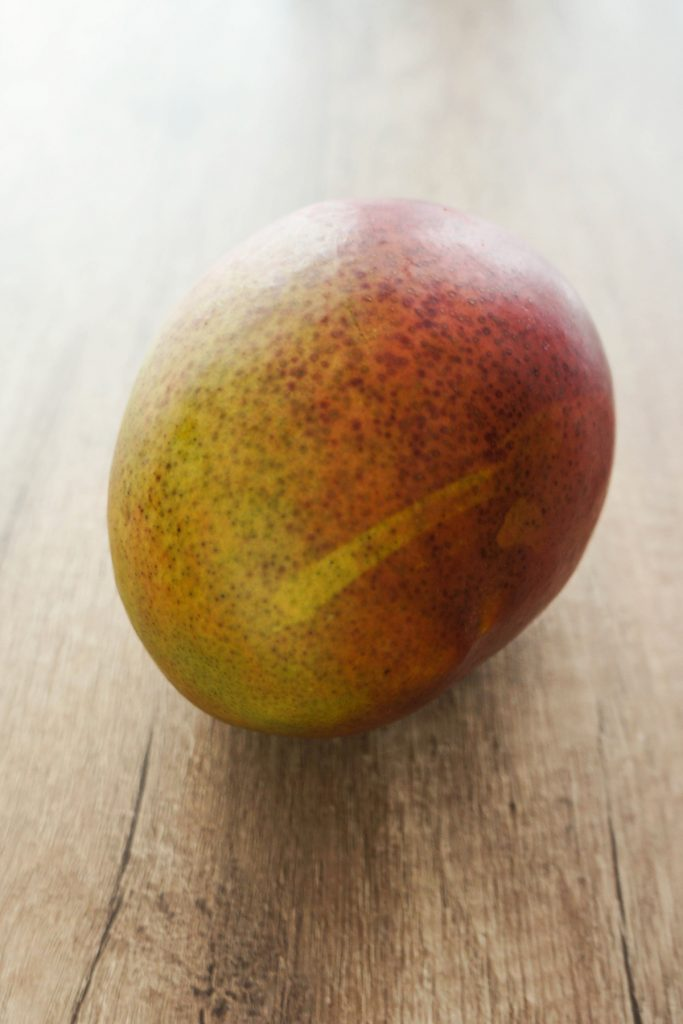 Mešana solata s piščancem in mangovim prelivom