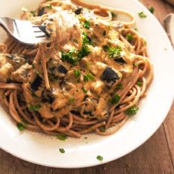 Pirini špageti z jajčevci v kremni omaki