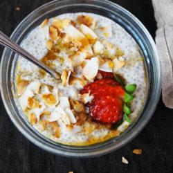 Osvežilen vanilijev chia puding s kokosom