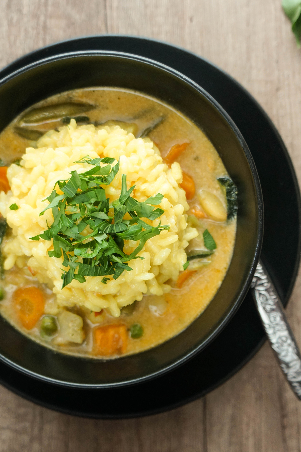 Zelenjavni curry s kurkuminim rižem