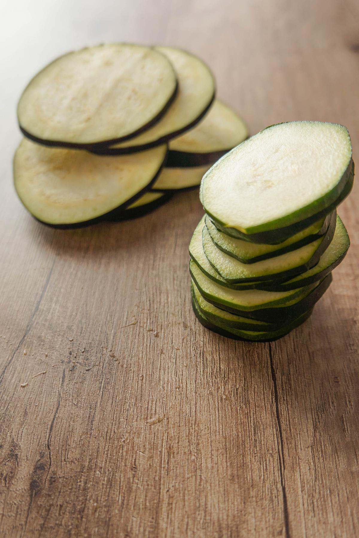 Sendvič z avokadom in pečeno zelenjavo