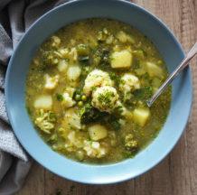 KLIK ZA FOTO: Zeleno-bela zelenjavna juha s krompirjem